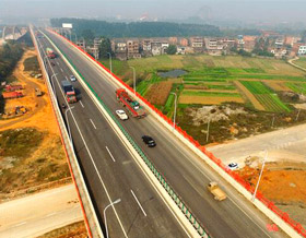 广西贵港船闸公路改线项目全线通车