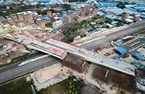 """国内转体角度最大跨高铁桥梁成功""""合体"""" 创国内2项转体记录"""