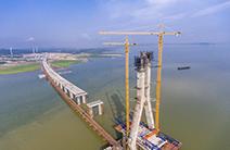 鄱阳湖二桥都昌侧主塔封顶