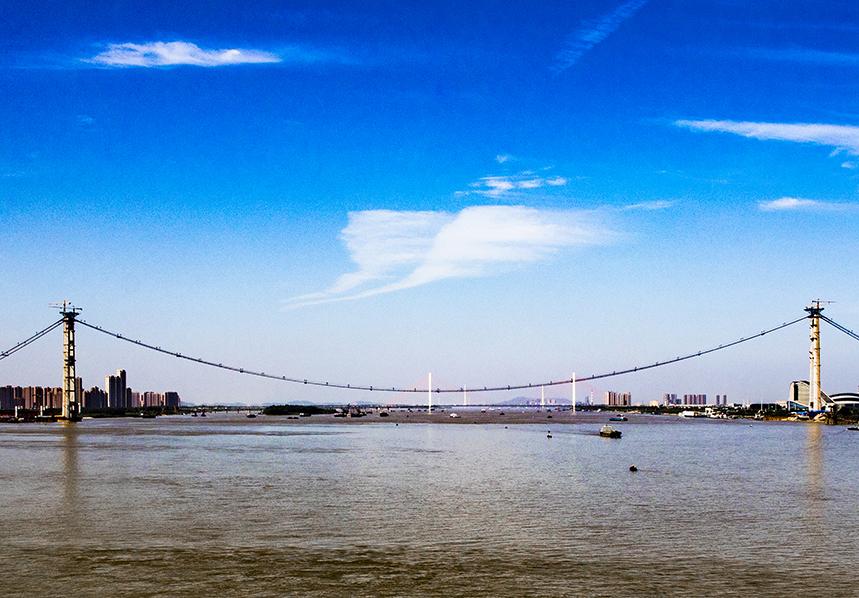 建设中的杨泗港大桥